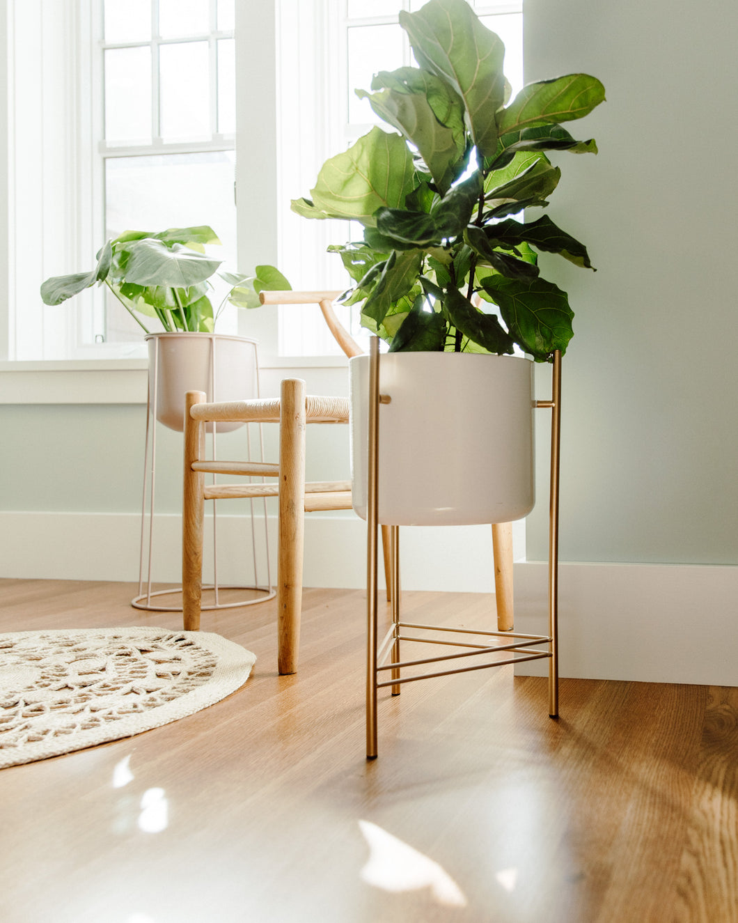 Load image into Gallery viewer, Gold Legged White Plant Stand