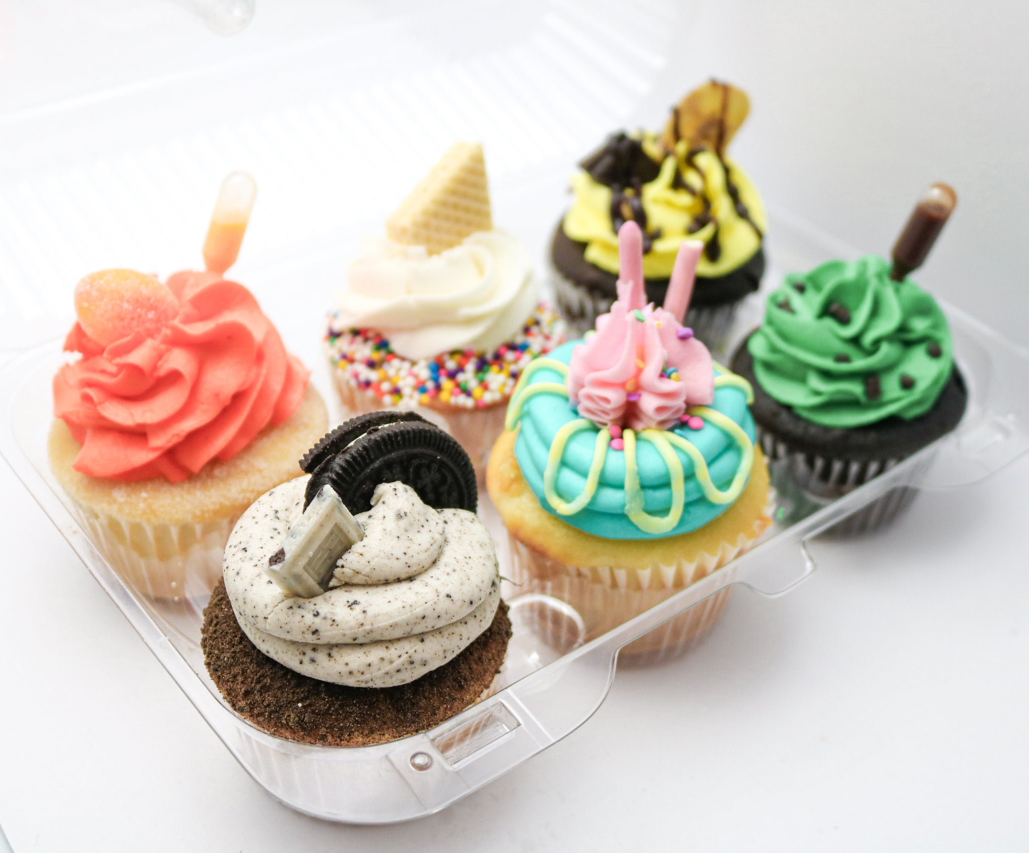 Assorted Gourmet Cupcakes (6)