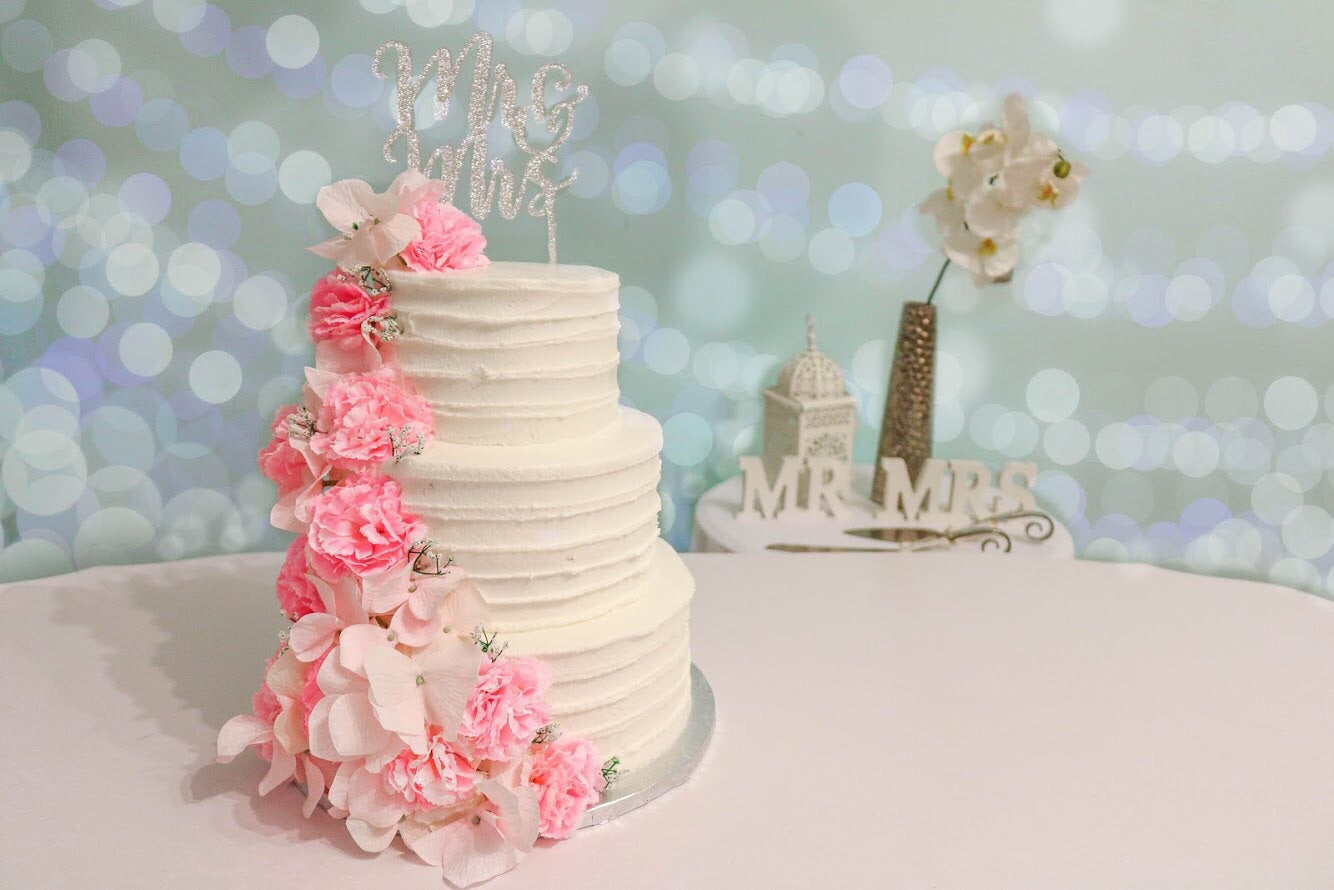 Buttercream Line Wedding Cake