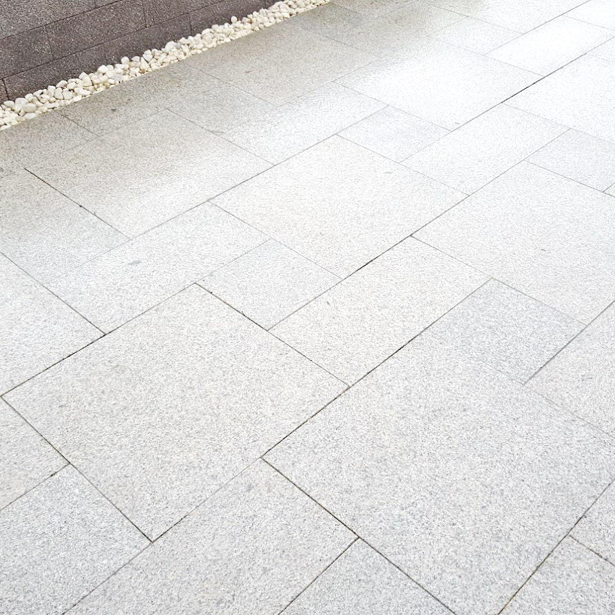 Silver Grey Granite Paving Mixed Sizes Patio Paving £29.31/m2