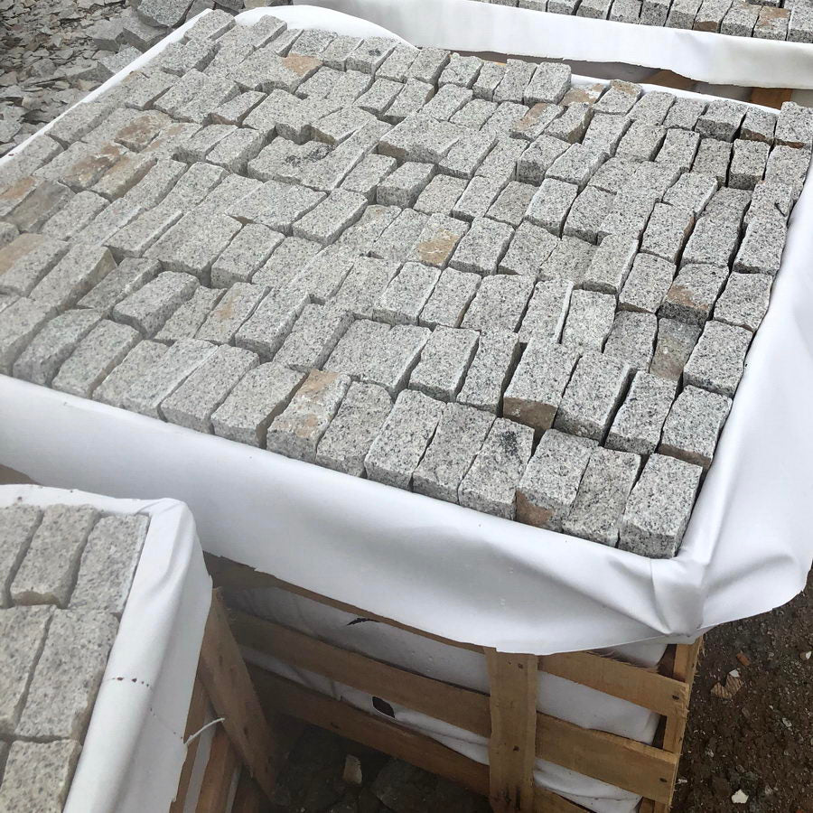 Granite Setts, Silver Grey Cobbles, 200x100x50mm £37.83/m2