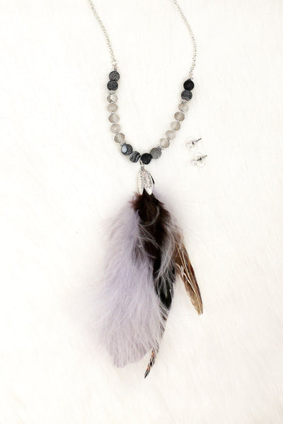 Pink Bead And Feather Worn Gold Tone Necklace And Earring Set