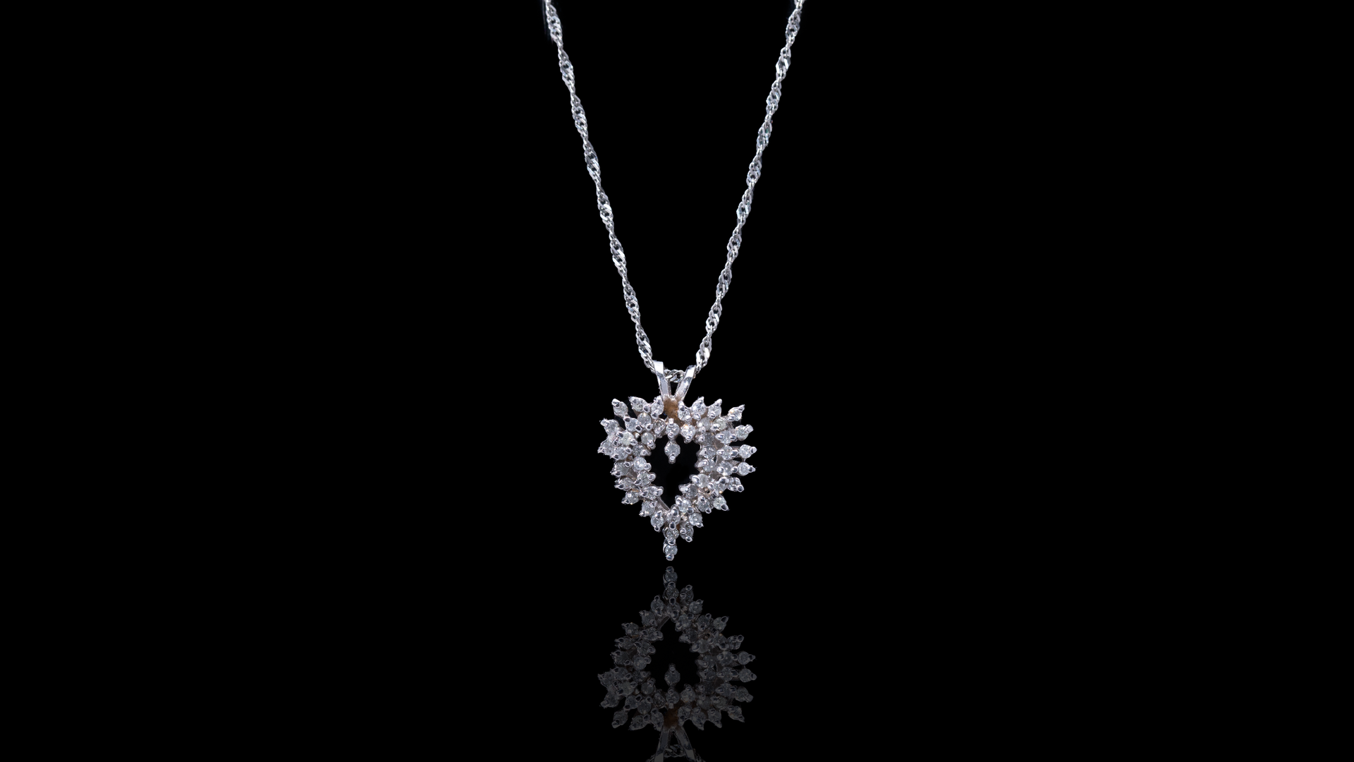 [SPECIAL] 10k White Gold Fancy Heart Diamond Necklace