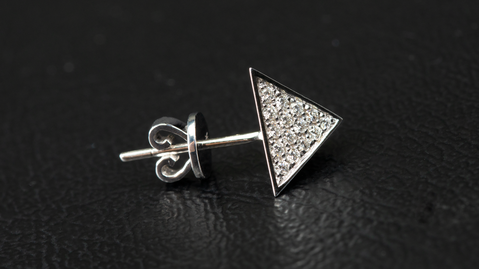 14k White Gold Pyramidal Shape Diamond Earrings