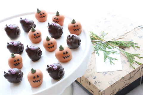Chocolate Truffles ~ 16-Piece Gift ~ Black Cats and Jack-O-Lanterns