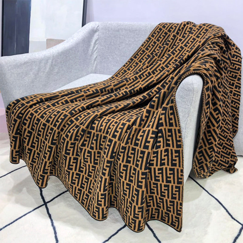 F Letter Printing Knitted Blanket