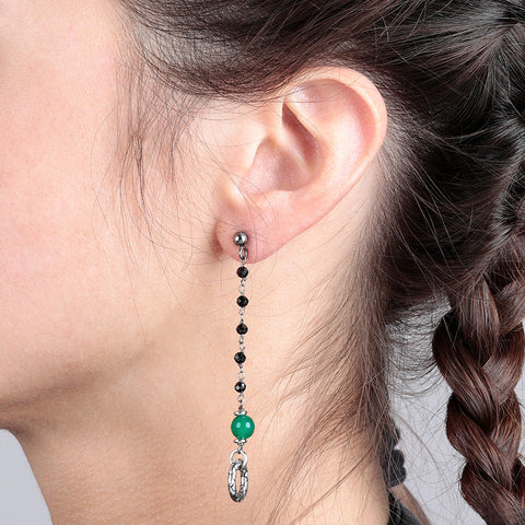 Long Earrings with Green Onyx indossato