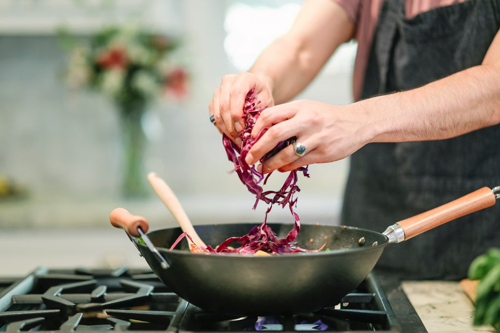 woman_putting_red_cabbage_in_pan