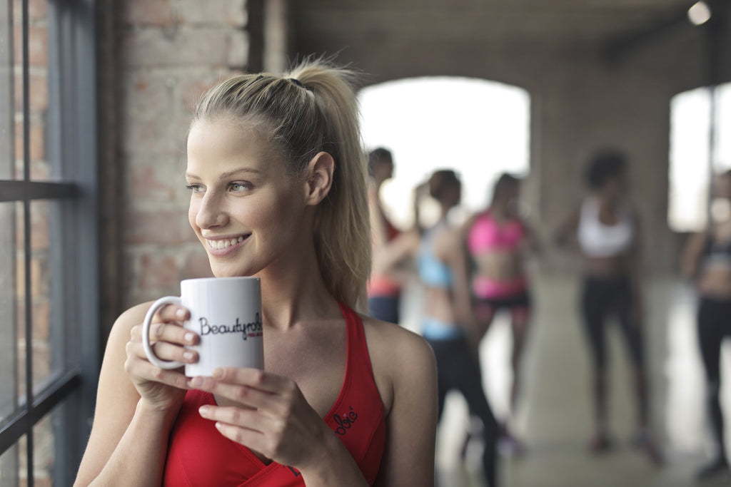 woman_holding_mug_at_the_gym