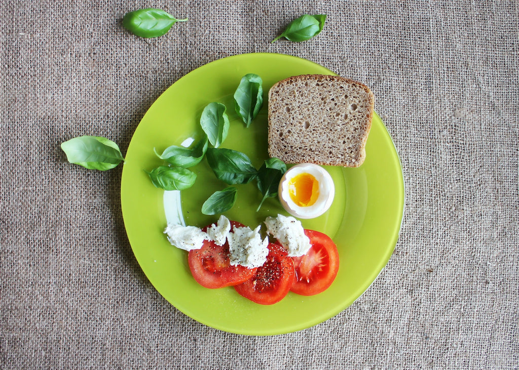 spinach_egg_tomatoes_and_bread_on_plate