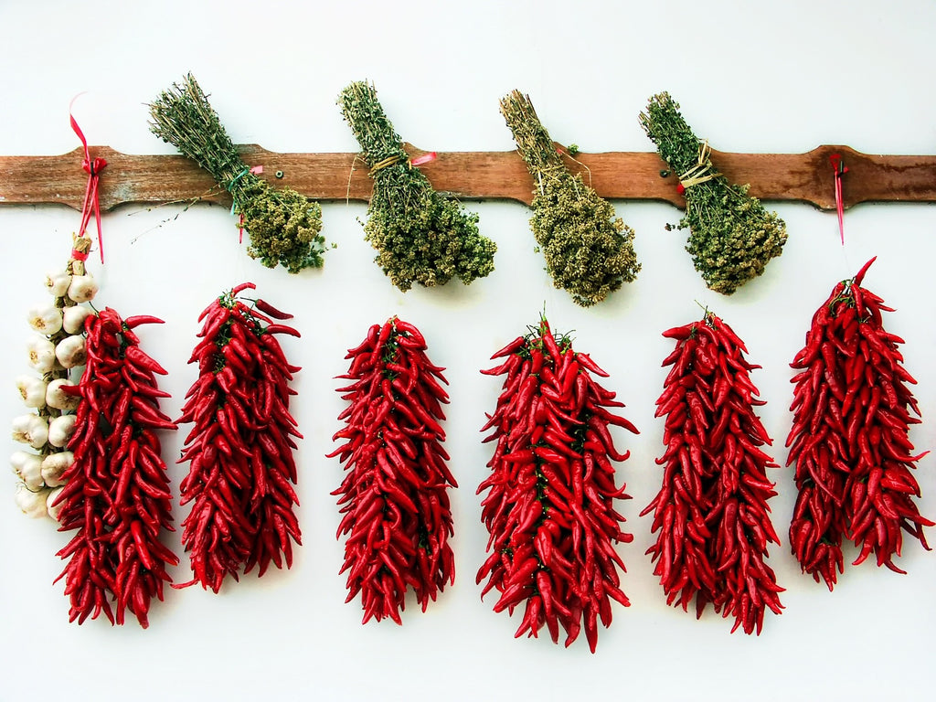 dried_herbs_and_chili_peppers