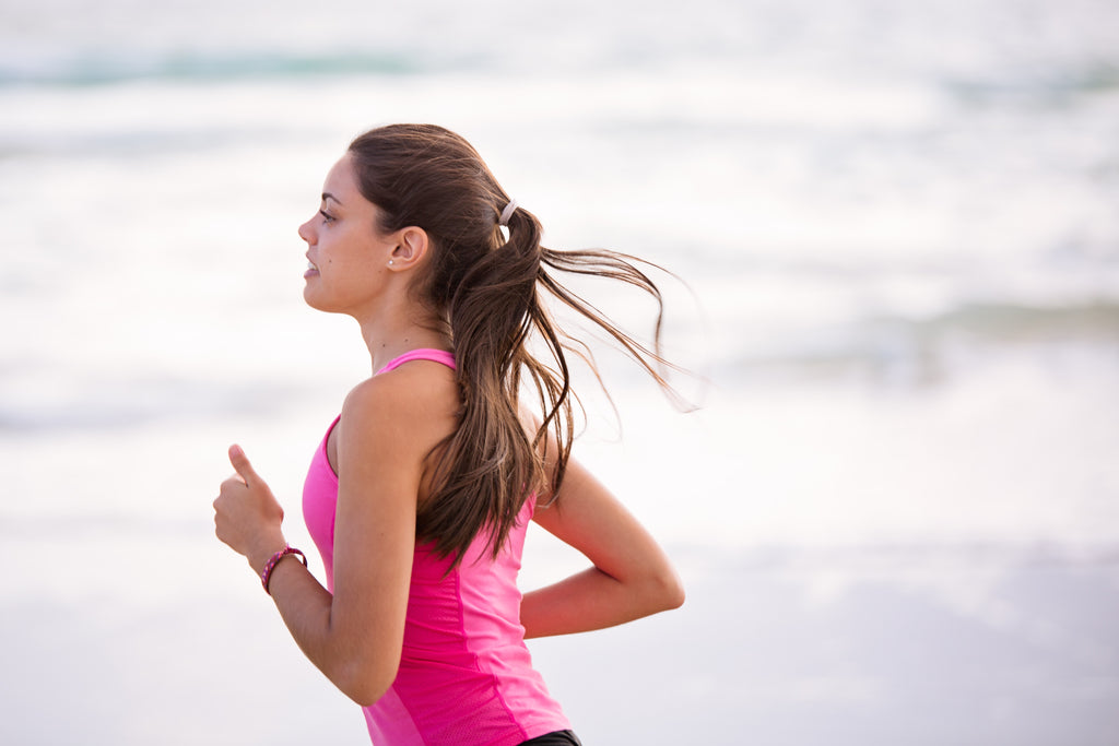 woman_jogging_by_the_beach