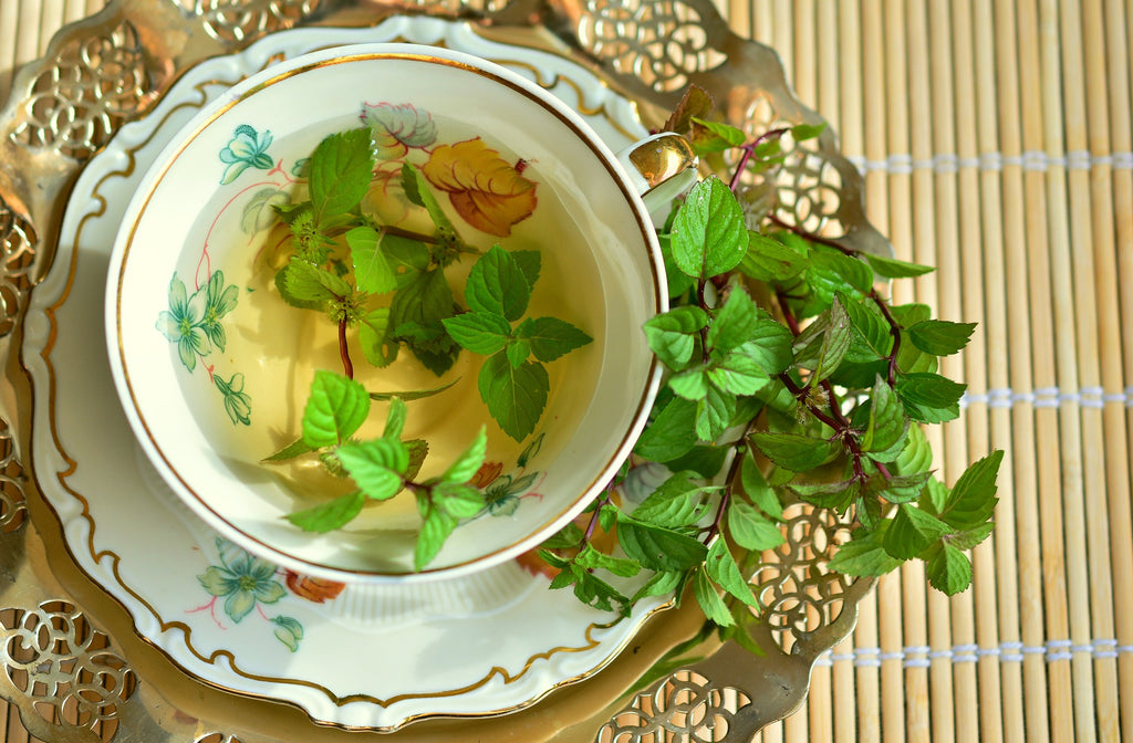 Green tea with peppermint leaves