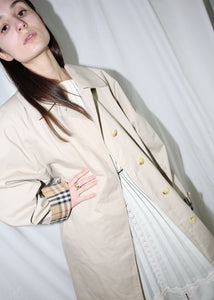 VINTAGE BURBERRY CREAM TRENCH COAT (M)