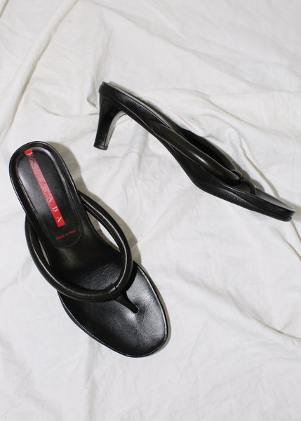 VINTAGE PRADA BLACK LEATHER PADDED HEELED THONGS (38)