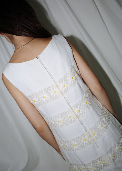 VINTAGE WHITE DAISY PANEL DRESS (M)