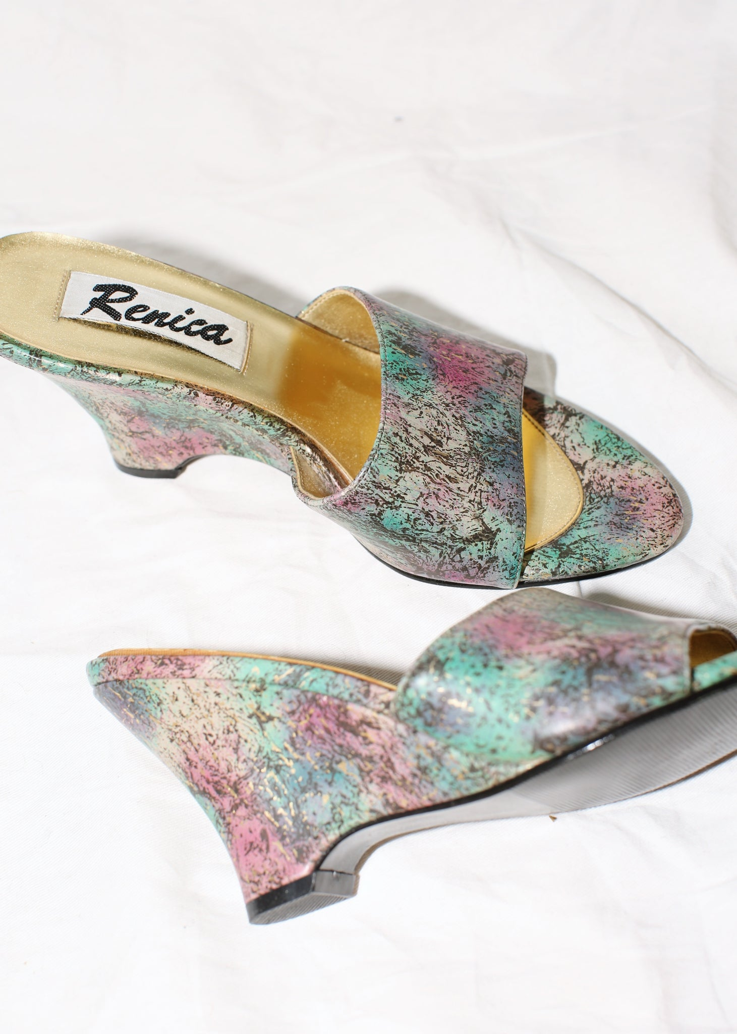VINTAGE MULTI COLOR PRINTED WEDGE SANDALS (6)