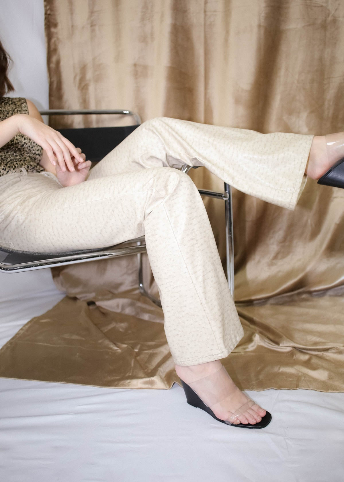 VINTAGE CREAM FAUX OSTRICH LEATHER PANTS (M)