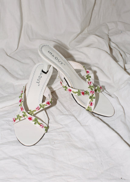 VINTAGE WHITE LEATHER CRISS CROSS FLORAL SANDALS (40)