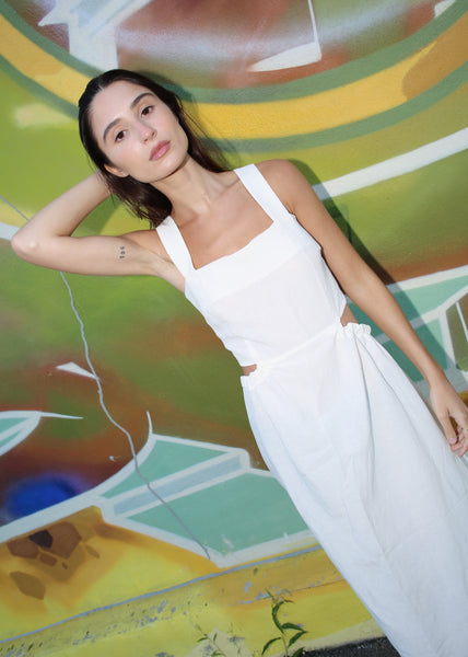 VINTAGE WHITE LINEN MAXI DRESS WITH OPEN BACK (M)