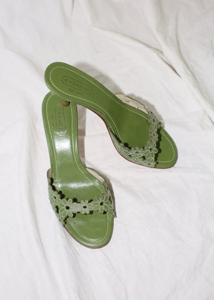 VINTAGE COACH GREEN LEATHER FLOWER SANDALS (7)