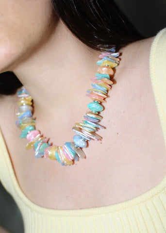 VINTAGE PEARLIZED COLORFUL CHIPPED BEADS NECKLACE