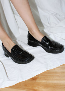 VINTAGE BLACK FAUX CROCODILE LEATHER LOAFERS (38)