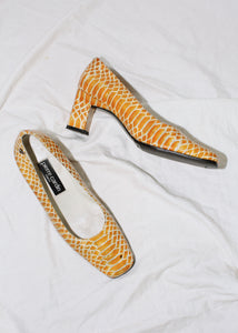 VINTAGE PIERRE CARDIN YELLOW SNAKESKIN PATENT LEATHER PUMPS (38)