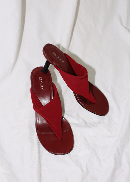 VINTAGE DARK RED HEELED THONGS (8)