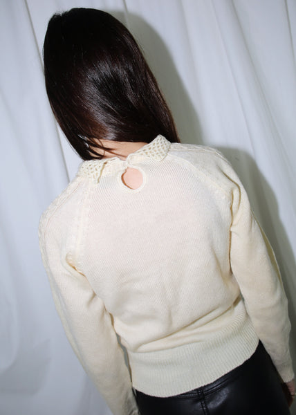 VINTAGE WHITE FLORAL SWEATER WITH COLLAR (M)