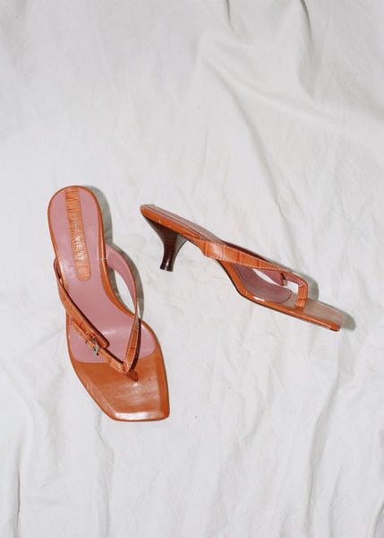 VINTAGE ORANGE LEATHER HEELED THONGS (7M)