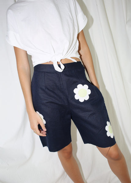 VINTAGE NAVY CROPPED DAISY SHORTS (M)
