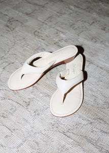 VINTAGE WHITE PADDED LEATHER THONG SANDALS (37.5)
