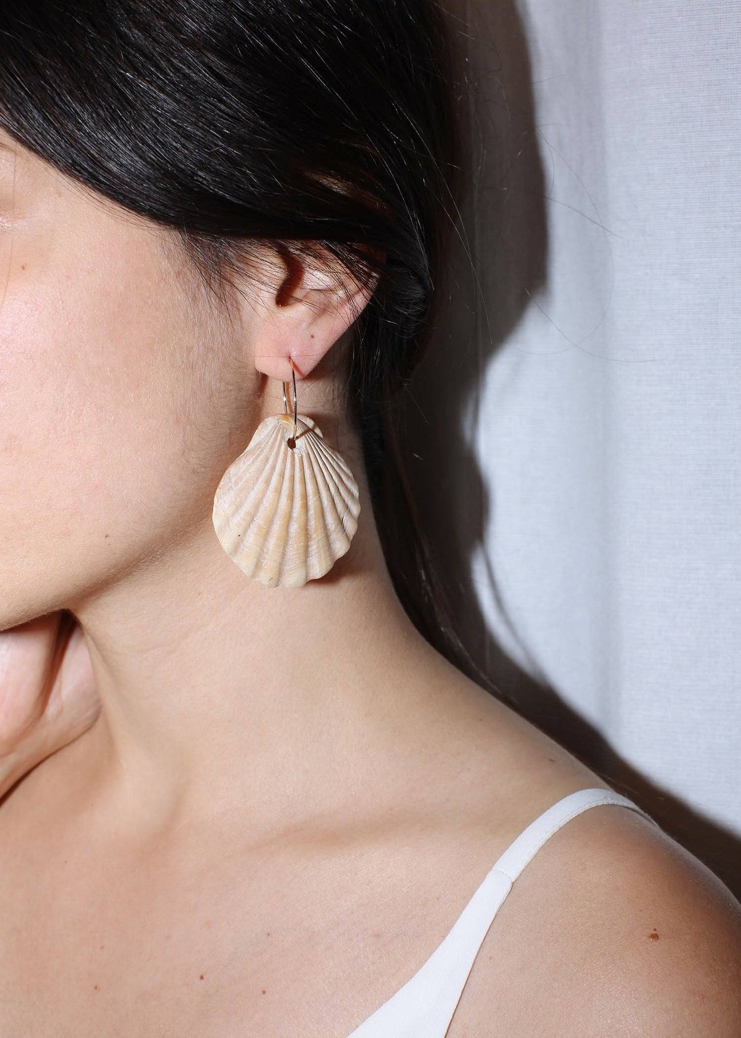 VINTAGE SINGLE SHELL EARRING