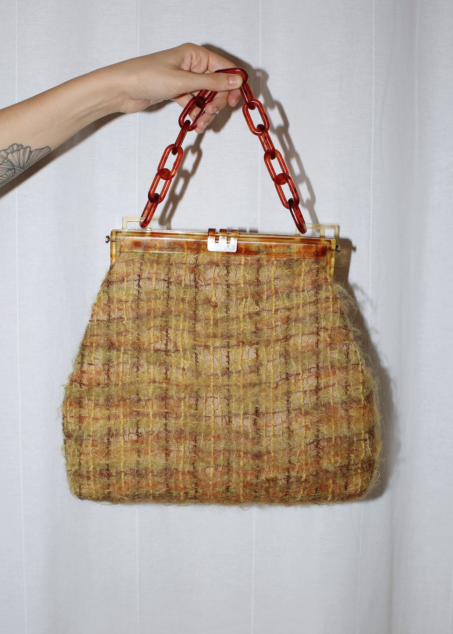 VINTAGE 70'S HANDWOVEN PURSE WITH LUCITE HANDLE