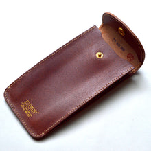 Load image into Gallery viewer, ENGLAND BRIDLE LEATHER SINGLE WATCH POUCH - CHESTNUT