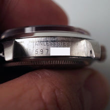 Load image into Gallery viewer, 1979 ROLEX PERPETUAL DATE REF.1500 UAE ARMED FORCES ISSUED