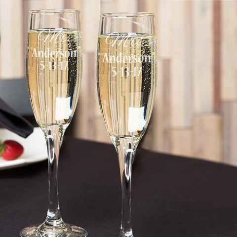 Mr. & Mrs. glass champagne wedding flutes set of 2 personalzied / Laser engraved