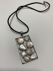 Necklace mother pearl