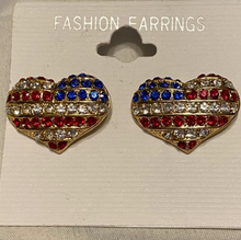 Load image into Gallery viewer, USA heart earring