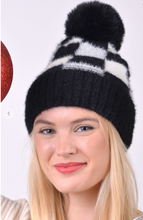 Load image into Gallery viewer, Pom pom knit hat black