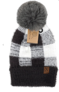 Pom pom knit hat black