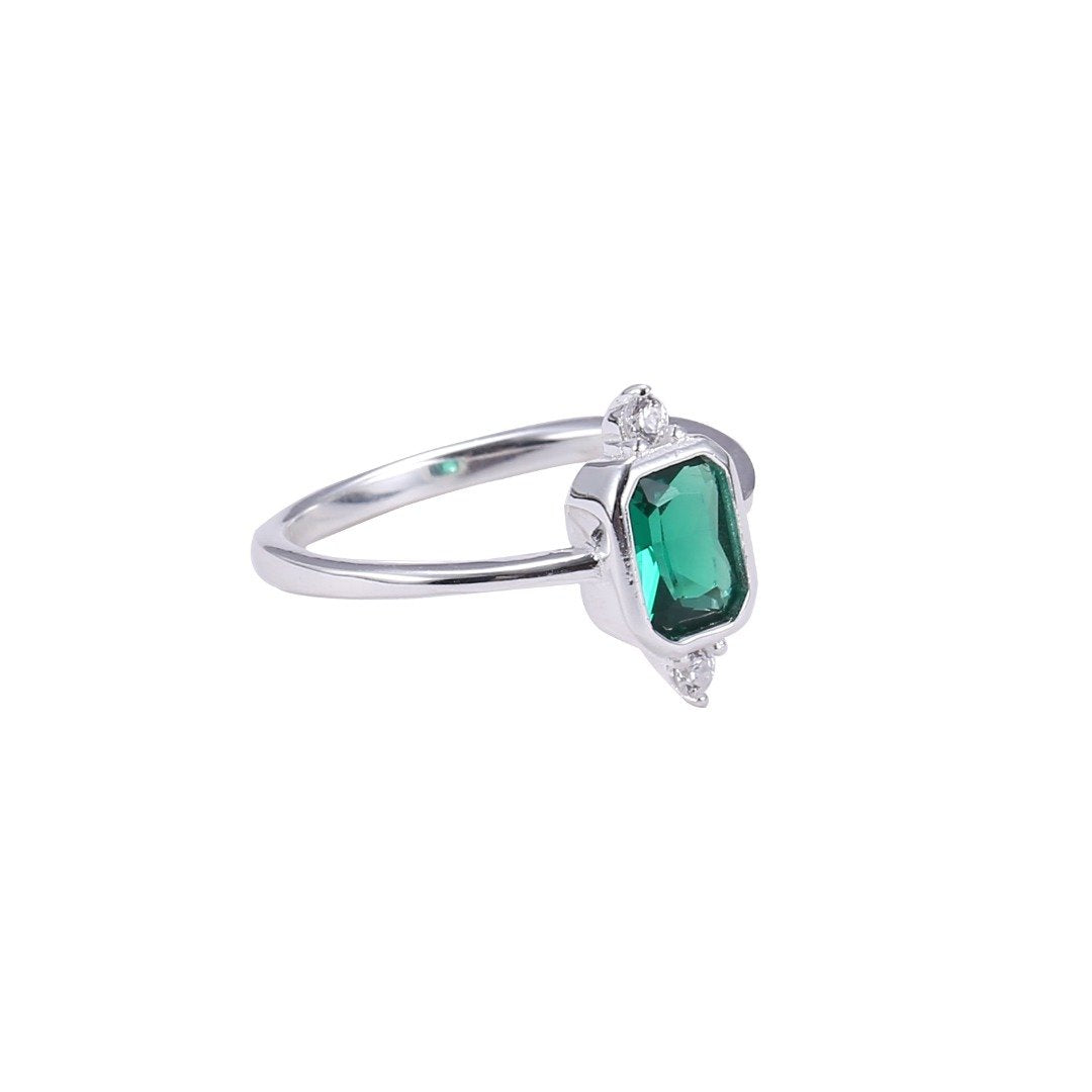 GREEN STONE RING WITH FRAME AND ZIRCONS STERLING SILVER 925