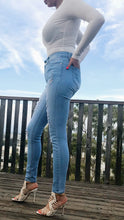 Load image into Gallery viewer, Cindy Distressed Jeans