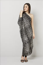 Load image into Gallery viewer, Love Kiki (Cleo) - Jersey loose fit Leopard print dress with single sleeve. Front View 1