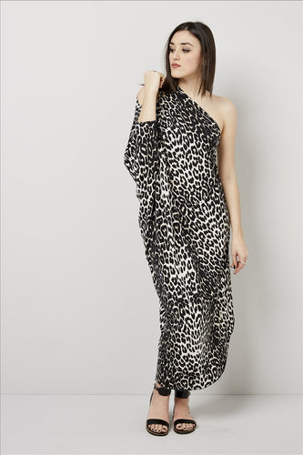 Love Kiki (Cleo) - Jersey loose fit Leopard print dress with single sleeve. Front View 1