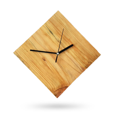 horloge en bois losange simple