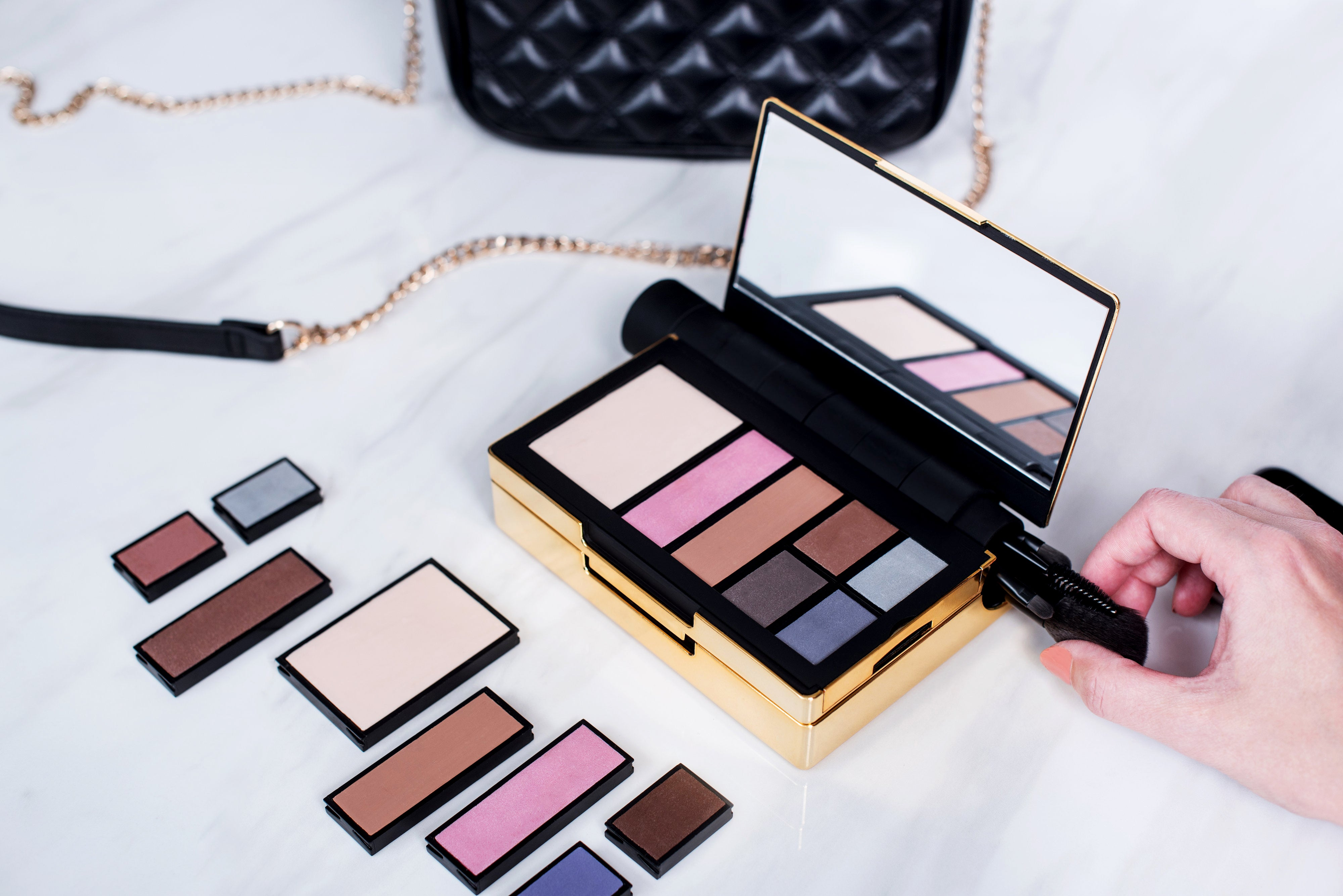 Renzoe Box makes your cluttered makeup bag obsolete