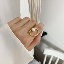 Load image into Gallery viewer, Pearl Design Gold ring