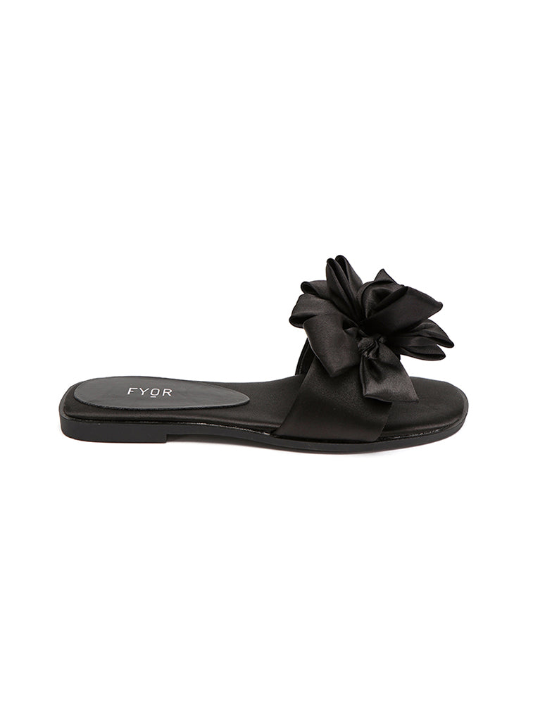 Casual Black Slip On With Bow